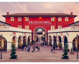 Wine tasting and shopping tour in Franciacorta